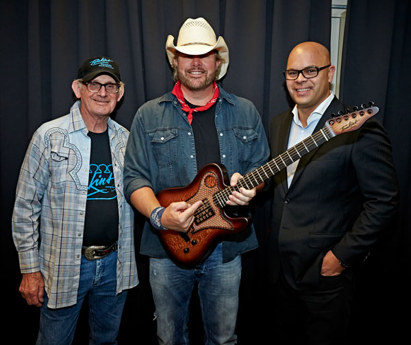 Toby Keith with Tomkins Guitar in Australia