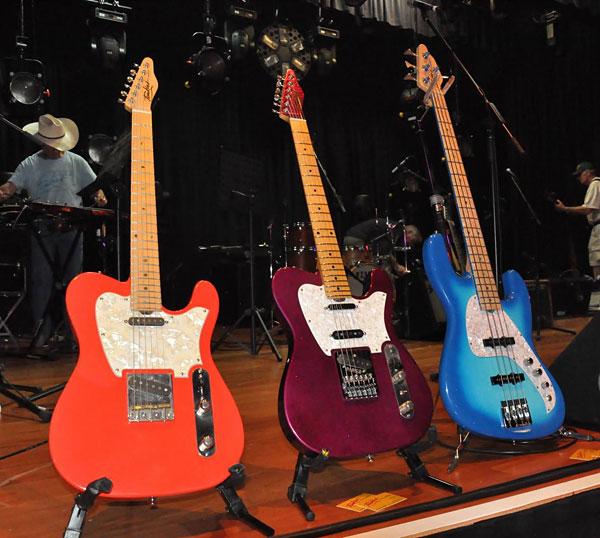 TOMKINS GUITARS and BASS